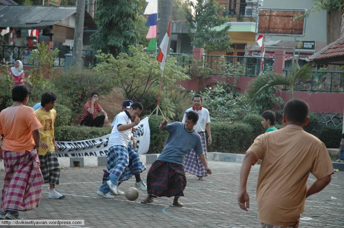 sepak-bola-sarung-hut-kemerdekaan-ri01